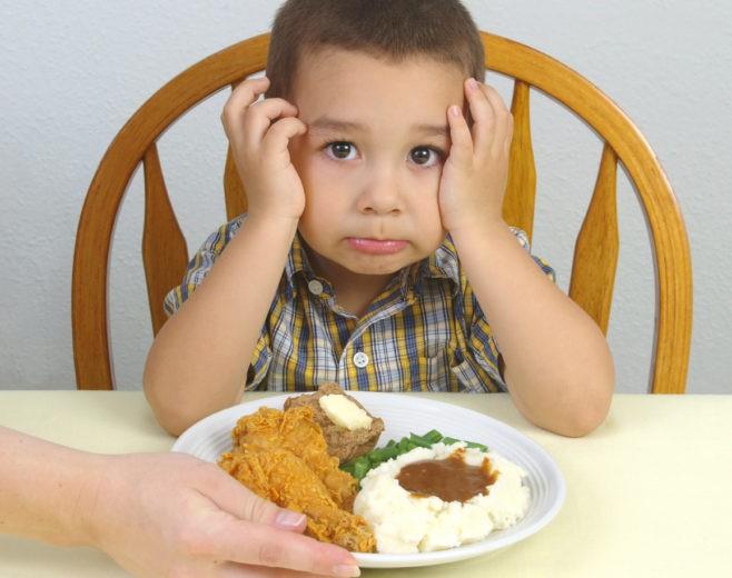 Исключает боль и дискомфорт при приеме пищи